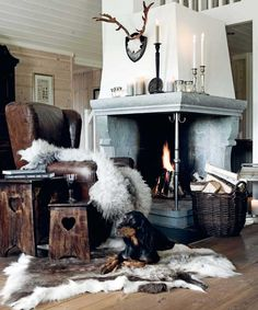Impressive corner country style fireplace via Home & Cottage. Interior And Exterior, Interior Design, Fireplace Design, Home And Living, Living Room, Interior Inspiration, Room Inspiration, Rustic Decor, Sweet Home