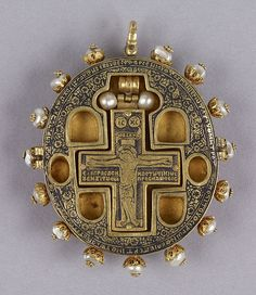 Greek reliquary cross inside a hinged with six small compartments for relics.The impressive amethyst cameo  depicsting the Virgen and Child on the lid is surronded by cabochon rubies and esmeralds alternating with pearls.The tex identifies the donor,location and the time when the piece was created wich is rare in Post.Byzantine jewelry.The cross was dedicated by the Metropolitan Arsenios of Serres,a townin Greece,to the Monastery of St,-John on the Island of Chalke near Constantinole in 16th…