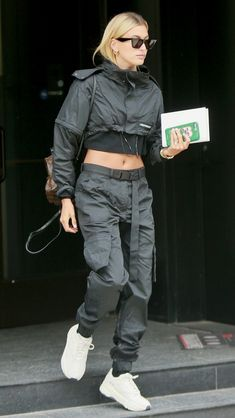 Celebrity Outfits, Celebrity Style, Hayley Bieber, Tomboy Fashion, Fashion Outfits, Hailey Baldwin Style, Hayley Baldwin, Cool Outfits, Casual Outfits
