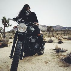 Learning to ride a bike is no big deal. Learning the best ways to keep your bike from breaking down can be just as simple. Motorbike Girl, Motorcycle Style, Bike Style, Women Motorcycle, Lady Biker, Biker Girl, Bobbers, Blitz Motorcycles, Bike Photoshoot