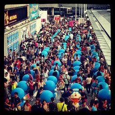 @ronson11 dingdon mountain dingdon sea here lol #doraemon#army#exhibit#tst#pier#habourcity#crowd#blue#hkig#ukig - @wylala- #webstagram