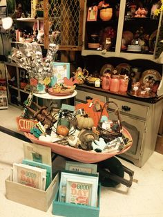 A través de CASA REINAL) >>>>  My booth at Sheffield Antiques'Mall in Collierville, Tn