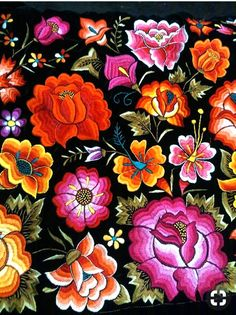 Mexican Embroidery, Folk Embroidery, Embroidery Stitches, Embroidery Patterns, Mexican Artwork, Mexican Paintings, Mexican Folk Art, Mexican Costume, Mexican Flowers