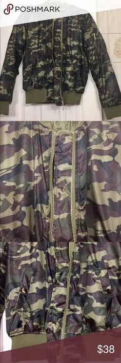 Women's camouflage jacket ! SALE SALE SALE 💗‼️‼️ Women's camouflage zipper jacket with 2 pockets in the front and 1 zipper pocket on the sleeve ! NEVER WORN ! Great condition ! Size L Jackets & Coats
