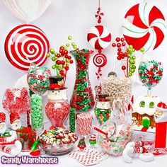 Buffet de caramelos con temática de navidad como recordatorio para tus invitados. #BuffetDeCaramelos