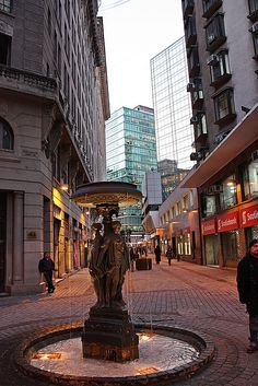 New York Street in downtown Santiago, Chile. Beautiful Sites, Beautiful Places To Visit, Places To See, Latin America, South America, South Dakota, Bad Trip, Chili, Equador