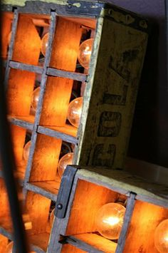 DIY - soda crates into box lights using a string of round, clear patio bulbs Semarang, Lamp Light, Light Up, Luminaria Diy, Diy Luminaire, Marquee Lights, Vintage Lighting, Barn Lighting, Do It Yourself Home