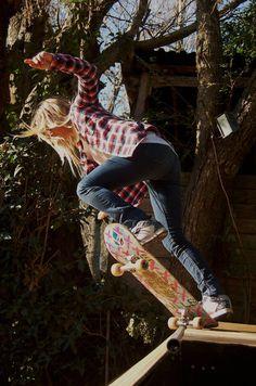 Agustina Cerruti Detonando el mini ramp de su casa con la camisa Reef Boystyle!