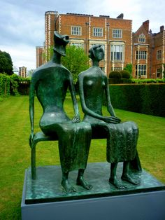 """"""" King and Queen""""Henry Moore sculpture, Hatfield House, Hertfordshire, UK"""