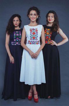Ukrainian style Nice placement of embroidered motifs. Mexican Fashion, Folk Fashion, Korean Fashion, Vintage Fashion, Mod Dress, Dress Skirt, Modest Fashion, Fashion Dresses, Maxi Robes