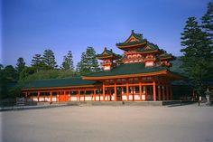 Императорский дворец в Киото, где проживали все императоры Японии, вплоть до конца 19 века. Дворец заложили ещё в 8 веке н.э.