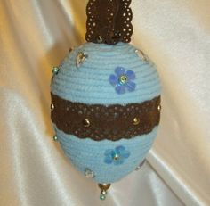 blue and brown yarn egg