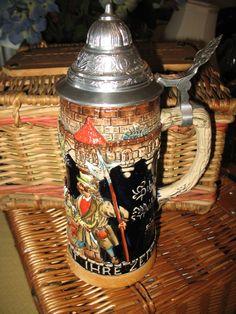 Vintage très belle chope a bière (Allemagne de l'ouest) 2 litre 1/2  scène taverne médiéval de la boutique NorDass sur Etsy