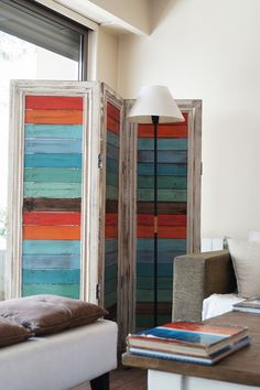 For privacy in a living room with a big front window Diy Furniture Projects, Recycled Furniture, Pallet Furniture, Furniture Makeover, Furniture Decor, Door Dividers, Room Divider Doors, Diy Room Divider, Folding Screen Room Divider