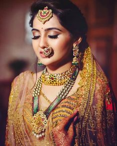 Indian bride in traditional gold wedding jewellery. wedding jewellery Indian Bride In Traditional Gold Wedding Jewellery Indian Wedding Makeup, Best Bridal Makeup, Indian Bridal Outfits, Indian Bridal Hairstyles, Bridal Makeup Looks, Indian Makeup, Arabic Makeup, Indian Dresses, Pakistani Outfits