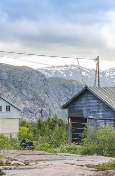 Up in Norwegian mountains. Want to know where to go to see the best of Norwegian fjords? Read on my blog!