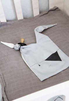 Sutteklud og putteklud fra fabelab i grå og pirat