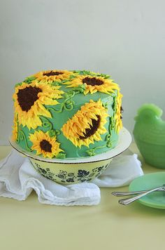 You can have a cheery day when you make the Sun Butter Sunflower Cake! This sunflower cake is easily decorated with matching buttercream flowers! Pretty Cakes, Cute Cakes, Beautiful Cakes, Amazing Cakes, Creative Cake Decorating, Creative Cakes, Cake Cookies, Cupcake Cakes, Sun Butter