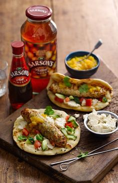 This Chicken Seekh Kebab is the perfect weeknight meal. It's ready in 15 minutes -street food at its best- quick and delicious! There's also a recipe for a quick microwave mango chutney which is not to be missed! Kebab Meat, Snack Recipes, Cooking Recipes, Microwave Recipes, Snacks, Yummy Recipes, Vegetarian Recipes, Recipies, Dinner Recipes