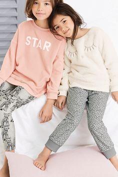 Acheter Ecru Caractère Fleece Pyjamas (3-16yrs) à partir de la boutique en ligne Next Royaume-Uni
