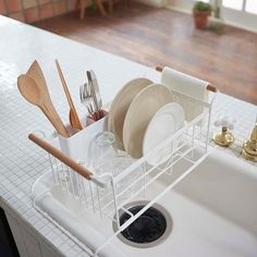 New style of our tosca Dish Rack! It has an expandable bottom and goes over the sink. #yamazakihome #yamazakitosca #tosca #dishrack #dishdrainer #kitchen #smallkitchen #spacesaver #kitchenstorage #interiordesign #japanesedesign