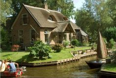 Giethoorn: The Enchanting Town Without Streets, Netherlands [750x507]