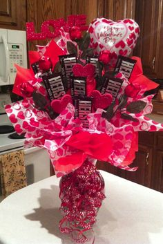30 Easy and Beautiful Valentine Candy Bouquet Ideas Valentines Day Baskets, Valentine Day Crafts, Valentine Decorations, Homemade Decorations, Valentine Gifts Ideas, Valentines Sweets, Decor Diy, Valentine Day Love, Thanksgiving Decorations