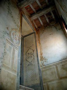 decorazione settecentesca in una scala delcastello di bevilacqua , verona | Italian Frescoes