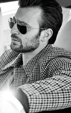 Welcome to beardedchrisevans! I post Captain America & all things Chris Evans. Here you will find daily updates including photos, videos, appearances, and all things Chris. Steve Rogers, Captain Rogers, Captain My Captain, Christopher Evans, Capitan America Chris Evans, Chris Evans Captain America, Capt America, Zeina, Robert Evans