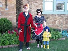 Coraline with her Other Parents . Olivia May as Coraline. *Meanwhile, in totally un-Coraline news, over at my main site, I've announc. Coraline Halloween Costume, Themed Halloween Costumes, Halloween Kostüm, Halloween Cosplay, Diy Costumes, Cosplay Costumes, Costume Ideas, Coroline Costume, Baby Cosplay