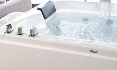 𝐈𝐭'𝐬 𝐐𝐮𝐚𝐥𝐢𝐭𝐲 𝐓𝐢𝐦𝐞 😌💦 Freuen Sie sich auch schon wieder auf ein entspanntes Bad in Ihrer privaten Katschberg Lodge? #katschberglodge #wirsetzendembergdiekroneauf Entspannendes Bad, Quality Time, Lodges, Alcove, Bathroom, Summer Vacations, Washroom, Cabins, Full Bath