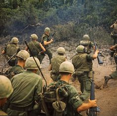 Besides space travel, the Vietnam War was a huge influence during the the were a time of huge changes and the Vietnam War caused many protests. American Soldiers, American Civil War, American History, Vietnam History, Vietnam War Photos, North Vietnam, Indochine, Korean War, Vietnam Veterans