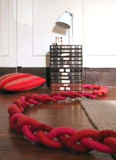From Design Sponge - Kate Pruitt's tutorial / DIY Project: Sculptural Braided Extension Cords Tv Cords, Craft Projects, Projects To Try, Cord Cover, Cable Cover, Braids With Extensions, Diy Braids, Diy Furniture, Diy And Crafts