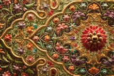 Indian embroidery: Zardozi – a style of embroidery, popular in India and Pakistan. On velvet, brocade, and silk intricate patterns in gold and silver thread are embroidered, sewn jewels, pearls, and as a result - magic.