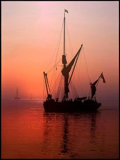 Sailing into the sun set by Ronald Coulter Old Sailing Ships, Southwest Art, Beautiful Places In The World, Beautiful Scenery, Small Boats, Tall Ships, Water Crafts, Ponds, Pictures