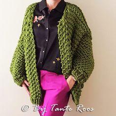 Breipakket Missy Di Cardigan Rose.  Brei binnen No-time dit heerlijke vest op pen 15!Hij is heel erg oversized en heerlijk comfortabel en verkrijgbaar in veleheerlijke kleuren. Ik hou van simpel en dat is dit patroon dus ook. Goed te doen voor de beginnende breisters. Dit is maat S-M-L,... Lees meer