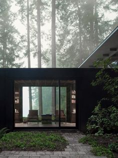 Architecture by Jim Olson Tagged: Exterior and House Building Type. Olson Kundig Houses by Diana Budds. Browse inspirational photos of modern exteriors from houses to cabins, apartments to shipping containers. Cabins In The Woods, House In The Woods, Architecture Design, Architecture Student, Architectural Design Studio, Natural Architecture, Design Exterior, Casas Containers, Forest House