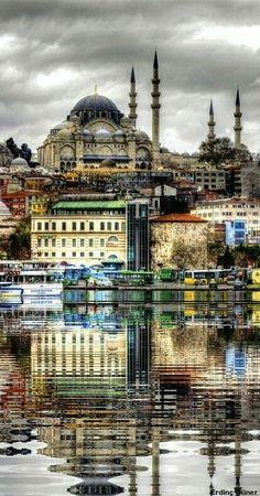 Istanbul de hotspots: de bosporus. Een haman nemen.  De basiliek aya sofia, de galatatoren,  de blauwe moskee,  de leandertoren en de grand bazaar.