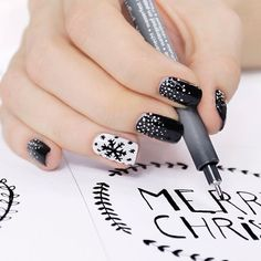 14-black-nails-with-white-snow-a-white-accent-nail-with-a-black-snowflake.jpg (564×564)
