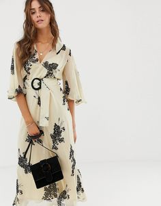 ec8dacb51c1 DESIGN floaty maxi dress with collar in floral print