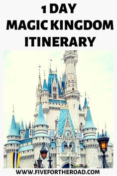How to plan a one day Magic Kingdom itinerary for your Disney World vacation. Tips for planning a customized Magic Kingdom touring plan for your family. Viaje A Disney World, Disney World Parks, Disney World Vacation Planning, Walt Disney World Vacations, Disney Planning, Trip Planning, Disney Travel, Disney World Rides, Disney Destinations