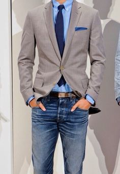 Business casual menswear - grey blazer, blue shirt and jeans Fashion Mode, Look Fashion, Mens Fashion, Fashion Vest, Fashion Menswear, Winter Fashion, Fashion Tips, Mode Masculine, Sharp Dressed Man