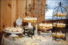 cupcake wedding tables | Wedding cupcake table!! | Wedding Look