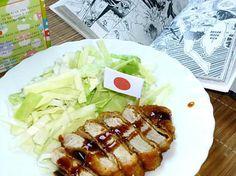 La meilleure recette de Tonkatsu - porc pané japonais! L'essayer, c'est l'adopter! 4.8/5 (4 votes), 5 Commentaires. Ingrédients: 2 côtes de porc désossées     4 c. à s. de farine     1 oeuf     panko (chapelure japonaise)     1/4 de chou     sel, poivre, huile     sauce okonomi, ou soja sucrée, ou encore barbecue