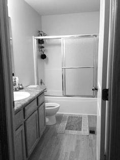 Take your bathroom from blah to beautiful in just two days. These bathrooms show you how to make over your bathroom this weekend.