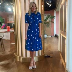 Holly wears LK Bennett dress with Reiss heels Phillip wears J.Crew shirt with Reiss chinos and ASOS shoes Steal Holly's Wednesday style Holly Willoughby Outfits, Holly Willoughby Style, This Morning Fashion, Lk Bennett Dress, Silk Shirt Dress, Autumn Clothes, Professional Outfits, Classy Chic, Diva Fashion