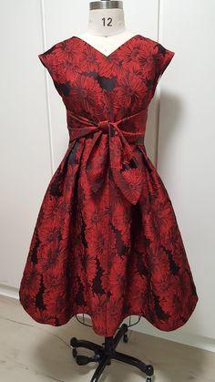 C Sewing Gallery: Vogue 9293 Dresses Dress Patterns, Sewing Patterns, Sewing Ideas, The Big Four, Gold Lace, Vintage Looks, Dress Making, Wedding Planning, Vogue