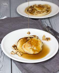 Buttermilch-Pancakes mit Ahornsirup und Walnüssen im Severin Smoothie Mix