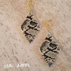 BO camouflage, ideal for this winter … - DIY Schmuck Seed Bead Jewelry, Bead Jewellery, Seed Bead Earrings, Diy Earrings, Earrings Handmade, Diy Jewelry, Beaded Jewelry, Crochet Earrings, Beaded Earrings Patterns