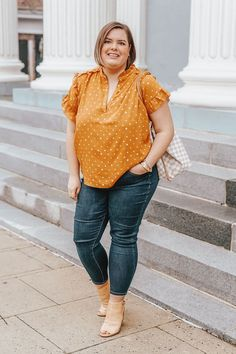 Sharing 10 must have plus size work tops for spring to refresh your work wear wardrobe along with style detials for each top. Older Women Fashion, Big Girl Fashion, Black Women Fashion, Curvy Fashion, Plus Size Fashion, Womens Fashion, Fashion Top, Fashion Edgy, Fashion 2018